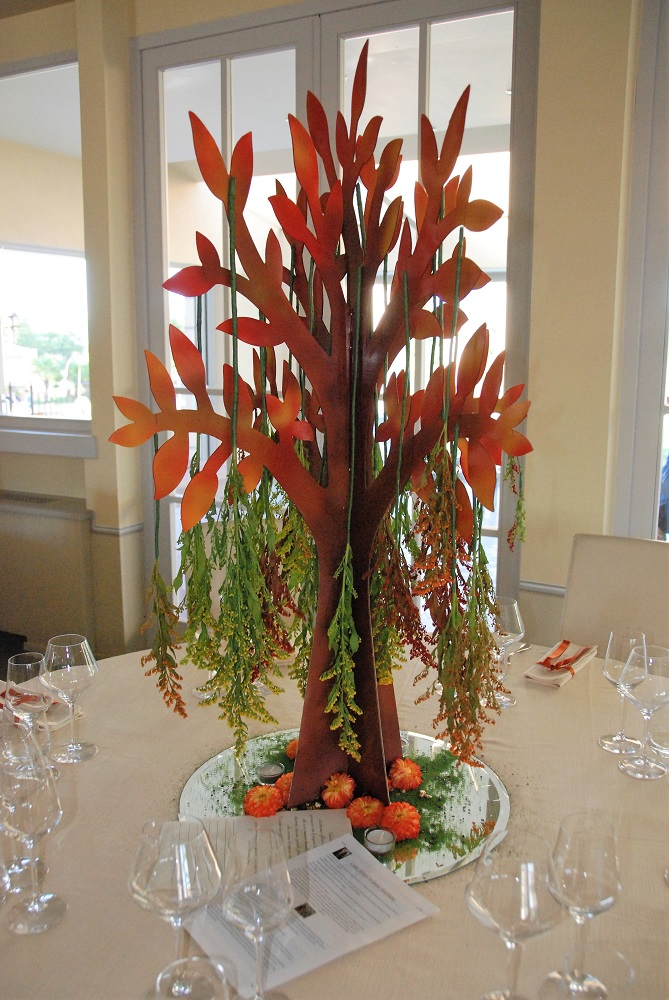 A centerpiece inspired by The Last of the Mohicans, by James Fenimore Cooper, with a 3D cutout of a tree with hanging flowers