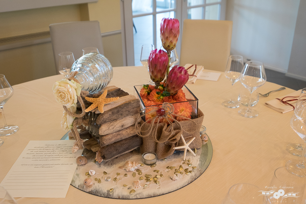 A centerpiece inspired by Treasure Island by Robert Louis Stevenson, with sand, seashells and gold nuggets