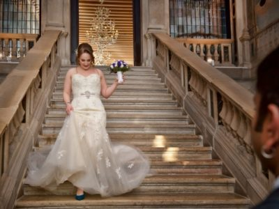 Wedding Venue Hunting: the beautiful Ca' Sagredo's staircase with a bride coming down the stairs