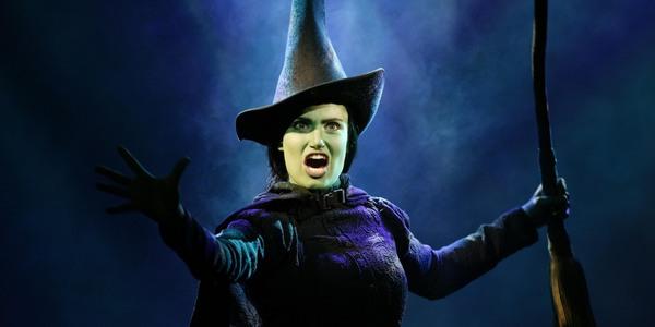 Elphaba, la strega dell'Ovest, interpretata da Idina Menzel