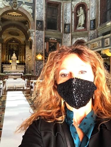 Wedding Planner in chiesa con maschera - Lavoro in sicurezza