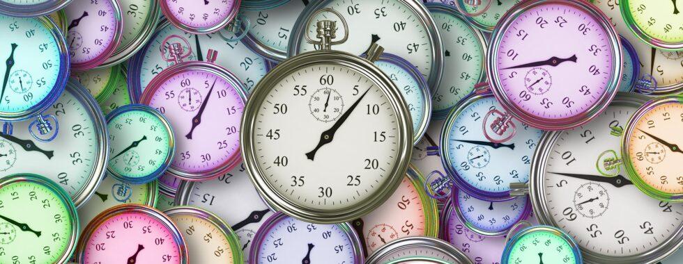 Tanti orologi per ricordare alla donna impegnata che il tempo scorre